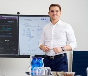 Václav Holler v online přednášce VŠE na téma Kryptoměny